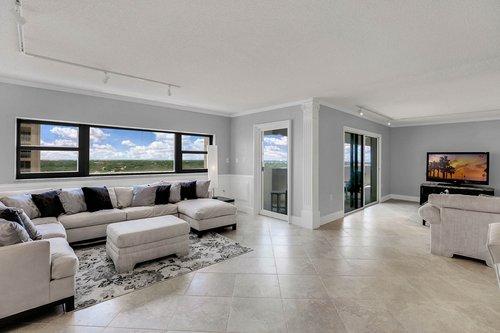 4141-Bayshore-Blvd.--1603-Tampa--FL-33611--06--Living-Room-1---3.jpg