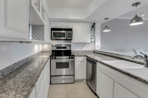 4141-Bayshore-Blvd.--1603-Tampa--FL-33611--09--Kitchen-1---1.jpg