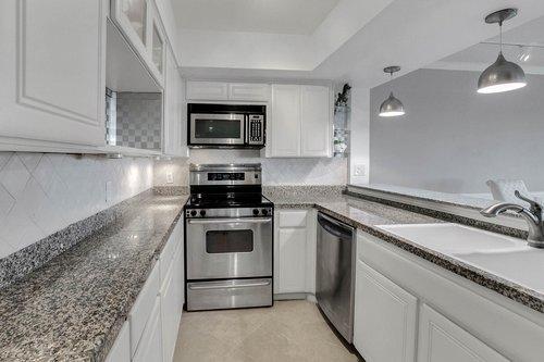 4141-Bayshore-Blvd.--1603-Tampa--FL-33611--09--Kitchen-1---1.jpg
