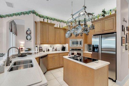 1585-Kennesaw-Dr--Clermont--FL-34711----14---Kitchen.jpg