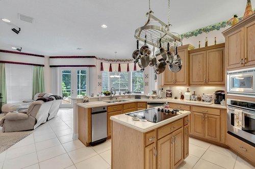 1585-Kennesaw-Dr--Clermont--FL-34711----15---Kitchen.jpg