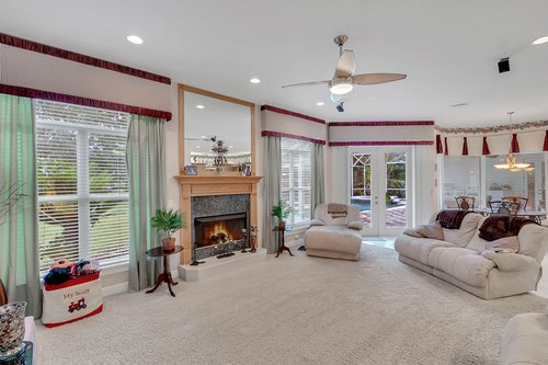 1585-Kennesaw-Dr--Clermont--FL-34711----17---Family-Room.jpg