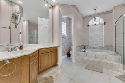 1585-Kennesaw-Dr--Clermont--FL-34711----23---Master-Bathroom.jpg