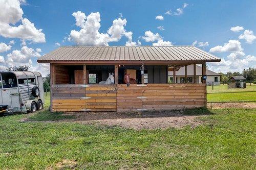 32045-Jack-Russell-Ct--Dade-City--FL-33525----33---Barn.jpg