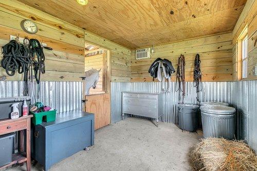 32045-Jack-Russell-Ct--Dade-City--FL-33525----34---Barn.jpg