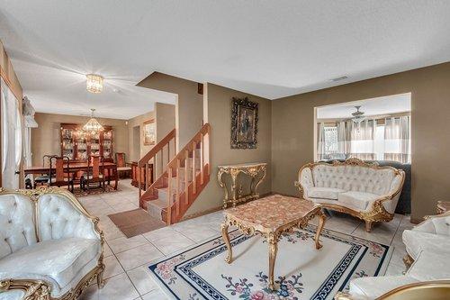 5107-Scarsdale-Manor-Ln--Orlando--FL-32818----08---Living.jpg