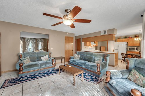 5107-Scarsdale-Manor-Ln--Orlando--FL-32818----12---Family-Room.jpg