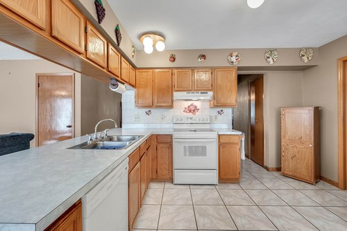 5107-Scarsdale-Manor-Ln--Orlando--FL-32818----15---Kitchen.jpg