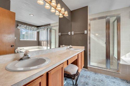 5107-Scarsdale-Manor-Ln--Orlando--FL-32818----20---Master-Bathroom.jpg