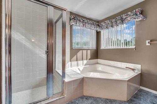 5107-Scarsdale-Manor-Ln--Orlando--FL-32818----21---Master-Bathroom.jpg