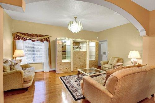 4612-North-20th-St.-Tampa--FL-33610--08--Family-Room-1--1.jpg