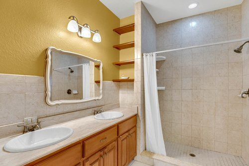 4612-North-20th-St.-Tampa--FL-33610--19--Owner-s-Bath-1---1.jpg