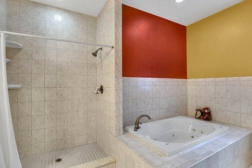 4612-North-20th-St.-Tampa--FL-33610--20--Owner-s-Bath-1---2.jpg