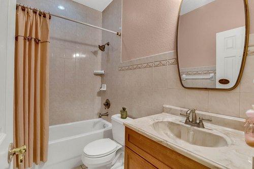 4612-North-20th-St.-Tampa--FL-33610--23--Main-Bath.jpg