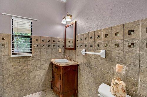 4612-North-20th-St.-Tampa--FL-33610--26--Powder-Room.jpg