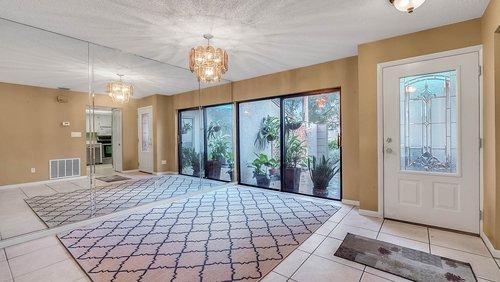 641-Woodridge-Dr--Fern-Park--FL-32730----04---Foyer.jpg