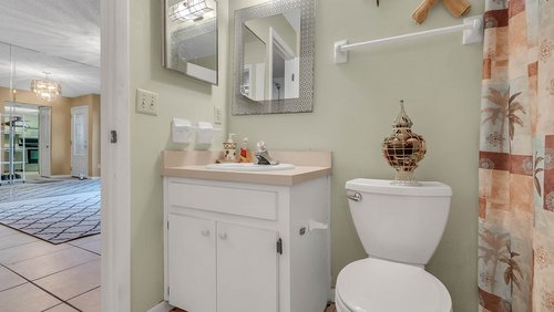 641-Woodridge-Dr--Fern-Park--FL-32730----16---Master-Bathroom.jpg