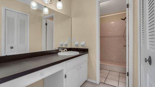 641-Woodridge-Dr--Fern-Park--FL-32730----21---Bathroom.jpg