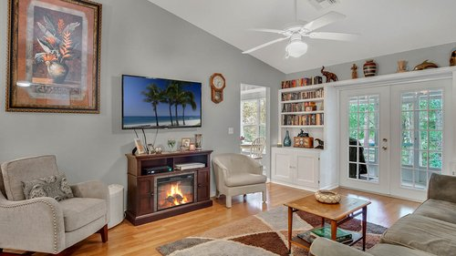 25826-Vero-St--Sorrento--FL-32776----07---Family-Room.jpg