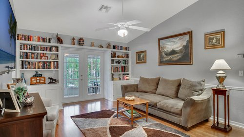 25826-Vero-St--Sorrento--FL-32776----08---Family-Room.jpg