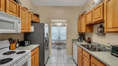 25826-Vero-St--Sorrento--FL-32776----11---Kitchen.jpg