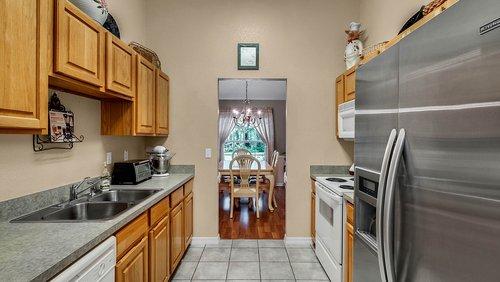 25826-Vero-St--Sorrento--FL-32776----12---Kitchen.jpg