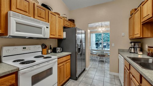 25826-Vero-St--Sorrento--FL-32776----13---Kitchen.jpg