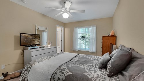 25826-Vero-St--Sorrento--FL-32776----16---Master-Bedroom.jpg