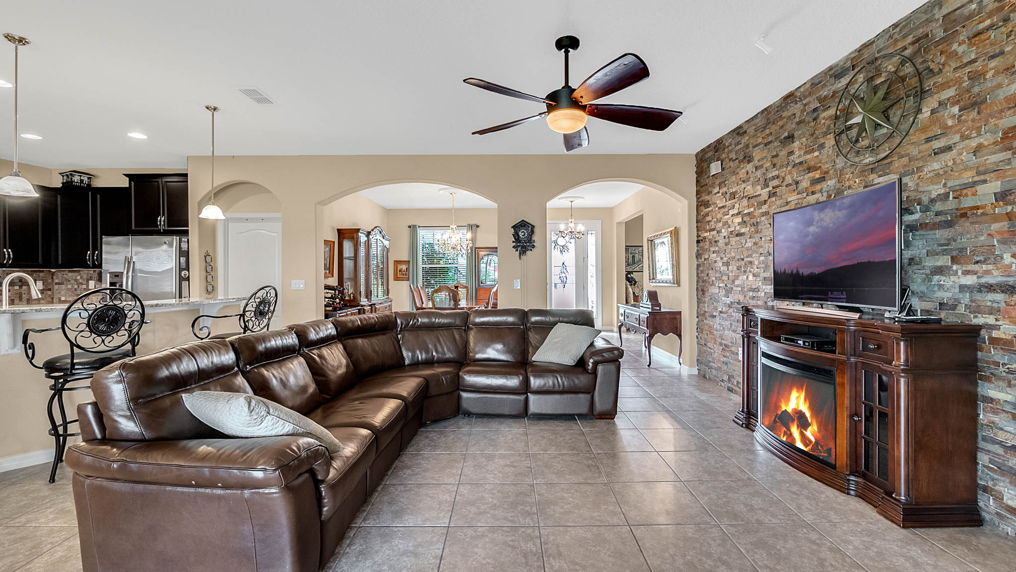 105-W-Cherry-Pl--DeLand--FL-32724----05---Family-Room.jpg