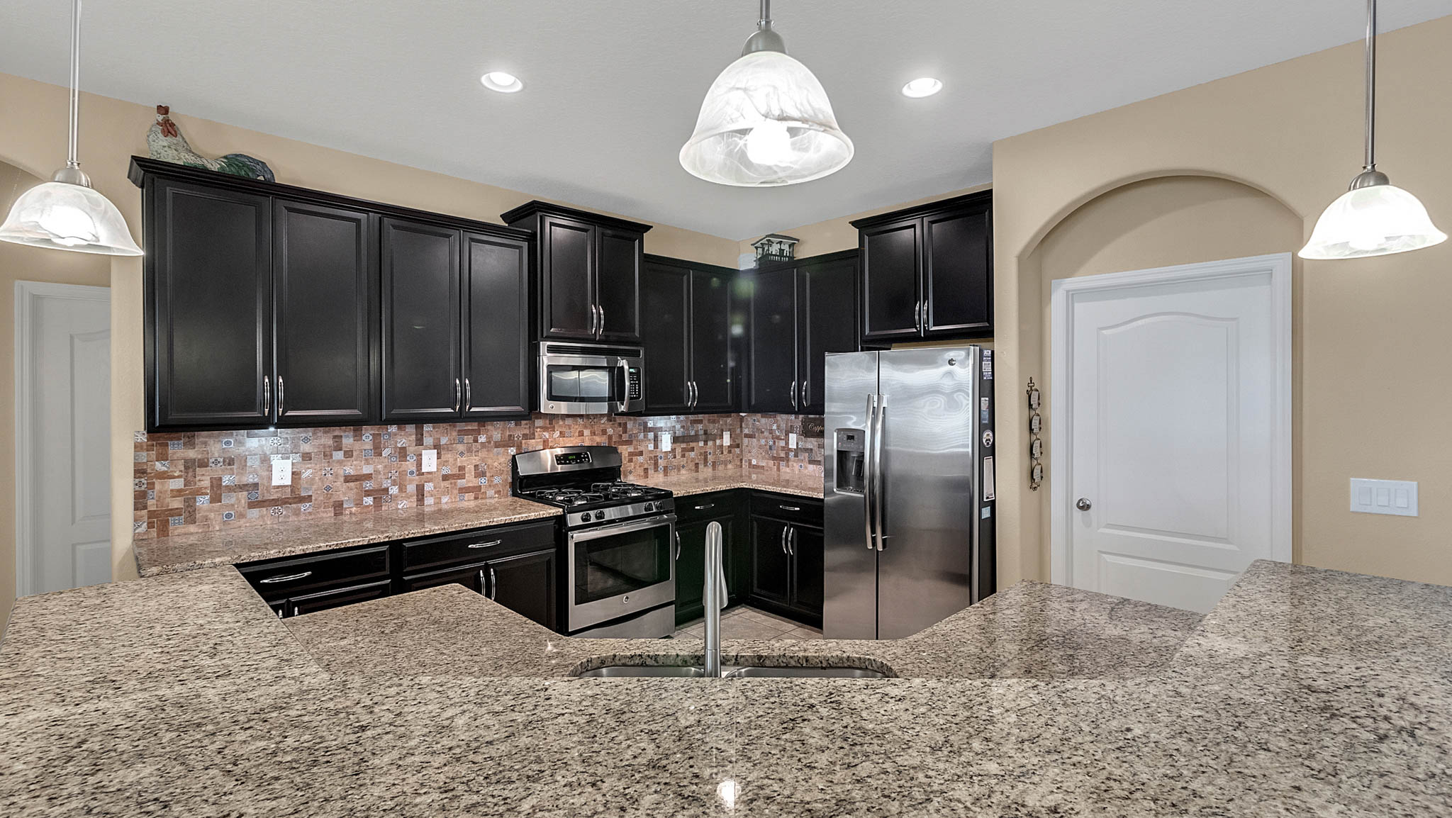 105-W-Cherry-Pl--DeLand--FL-32724----09---Kitchen.jpg
