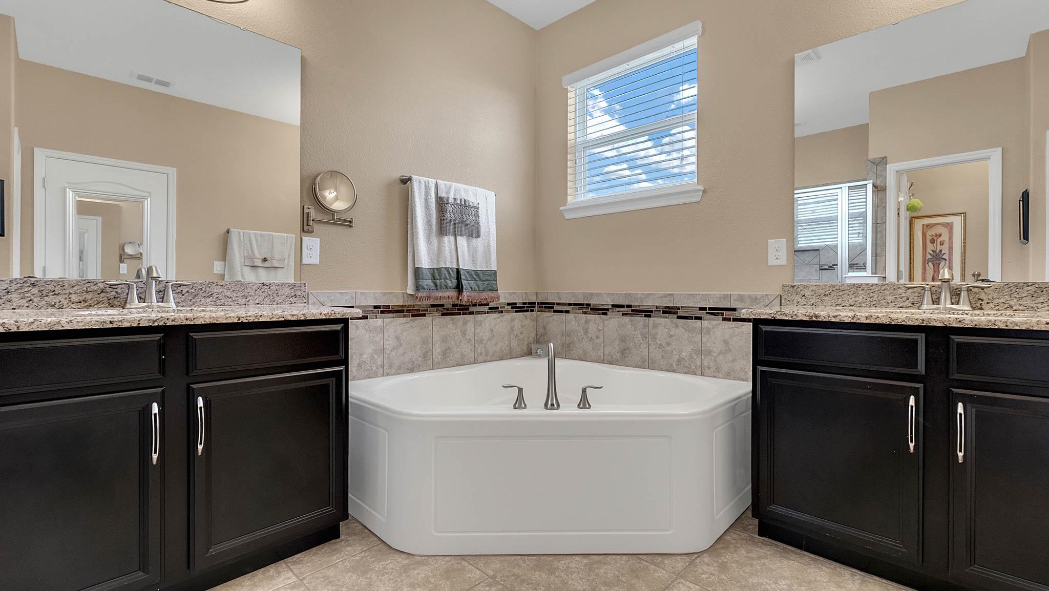105-W-Cherry-Pl--DeLand--FL-32724----13---Master-Bathroom.jpg