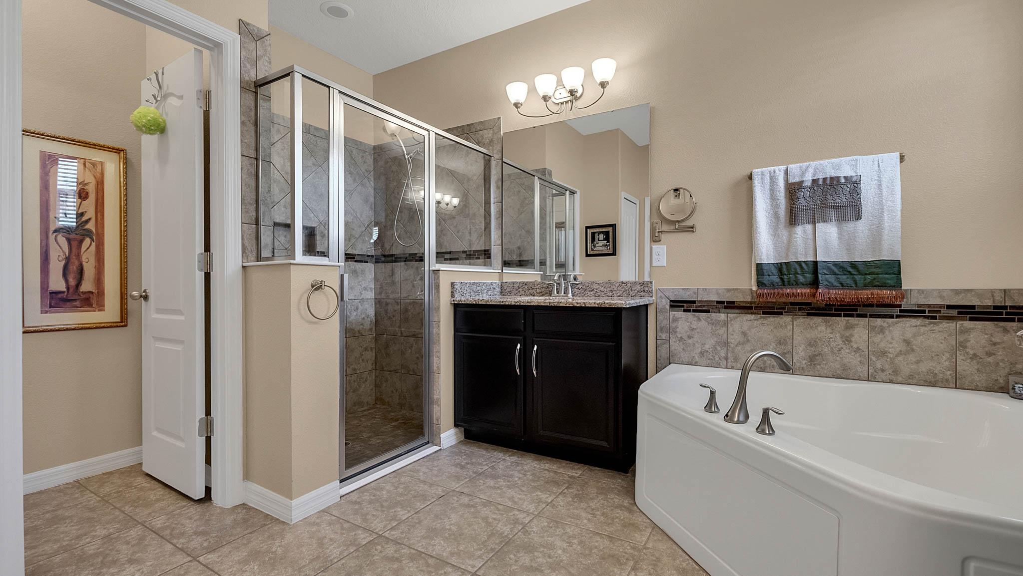105-W-Cherry-Pl--DeLand--FL-32724----14---Master-Bathroom.jpg