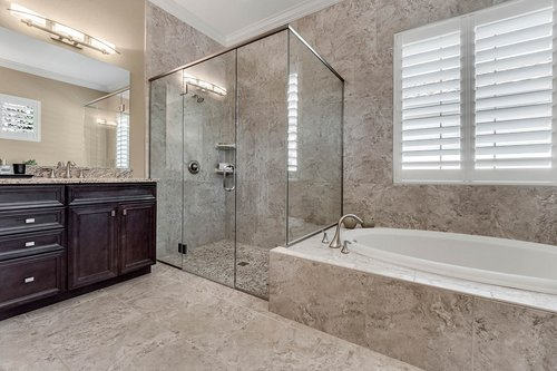 11755-Waterstone-Loop-Dr--Windermere--FL-34786----22---Master-Bathroom.jpg