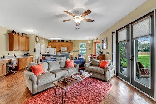202-Ridgeway-Blvd--DeLand--FL-32724----08---Family-Room.jpg
