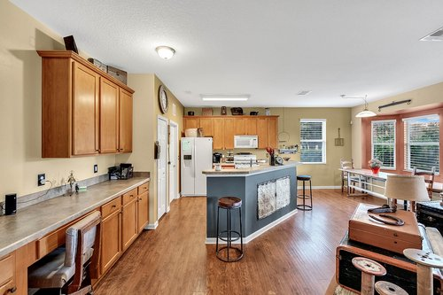 202-Ridgeway-Blvd--DeLand--FL-32724----13---Kitchen.jpg