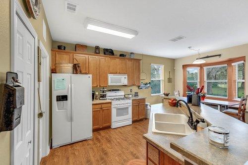 202-Ridgeway-Blvd--DeLand--FL-32724----15---Kitchen.jpg