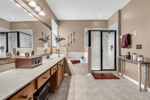 202-Ridgeway-Blvd--DeLand--FL-32724----25---Master-Bathroom.jpg