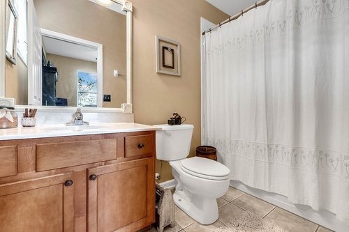 202-Ridgeway-Blvd--DeLand--FL-32724----29---Bathroom.jpg