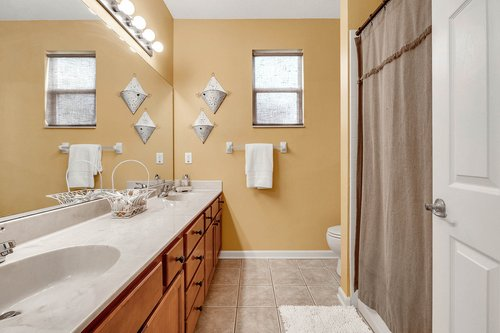 202-Ridgeway-Blvd--DeLand--FL-32724----33---Bathroom.jpg