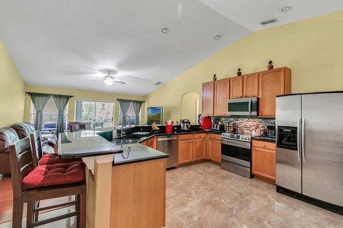 7019-Hiawassee-Overlook-Dr--Orlando--FL-32835----05---Kitchen.jpg