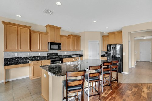 9017-Sienna-Moss-Ln.-Riverview--FL-33578--11--Kitchen-1---1.jpg