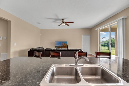 9017-Sienna-Moss-Ln.-Riverview--FL-33578--13--Kitchen-1---3.jpg