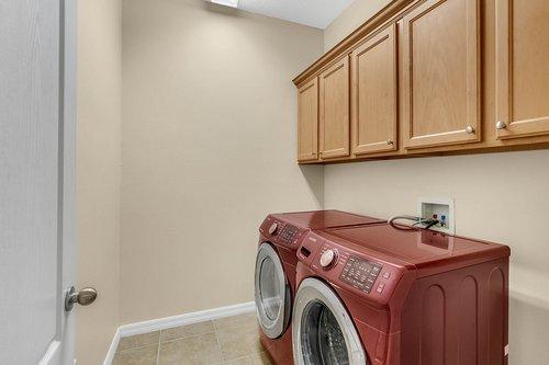 9017-Sienna-Moss-Ln.-Riverview--FL-33578--17--Laundry-Room.jpg