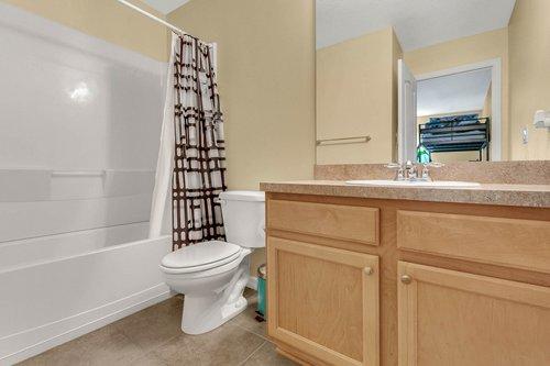9017-Sienna-Moss-Ln.-Riverview--FL-33578--30-Bathroom.jpg