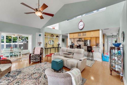2209-Hoffner-Ave--Belle-Isle--FL-32809----03---Foyer.jpg
