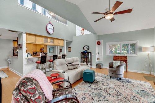 2209-Hoffner-Ave--Belle-Isle--FL-32809----04---Family-Room.jpg