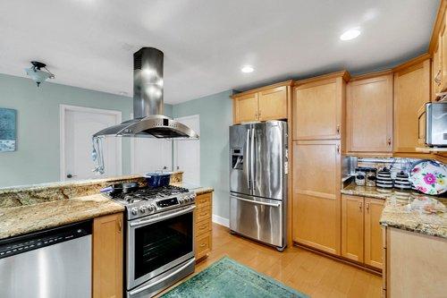 2209-Hoffner-Ave--Belle-Isle--FL-32809----08---Kitchen.jpg