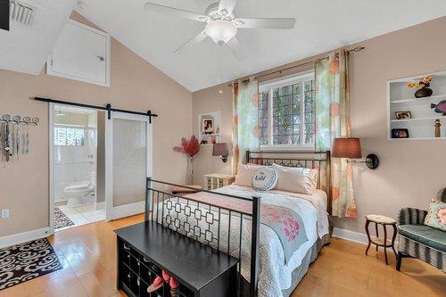 2209-Hoffner-Ave--Belle-Isle--FL-32809----14---Master-Bedroom.jpg
