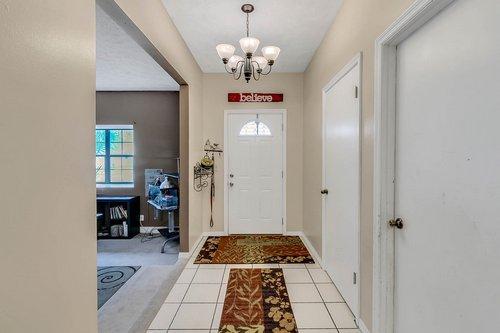 5585-SE-42nd-Ct--Ocala--FL-34480---06---Foyer.jpg