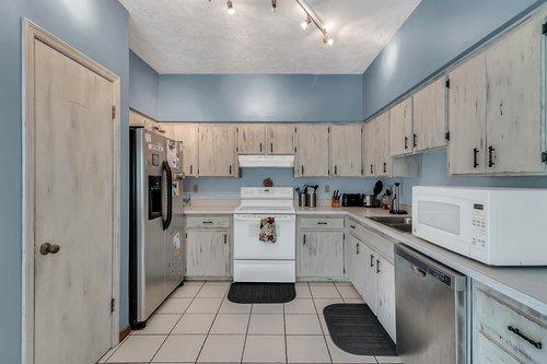 5585-SE-42nd-Ct--Ocala--FL-34480---12---Kitchen.jpg